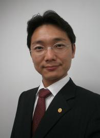 事務所代表 行政書士 杉山毅の写真
